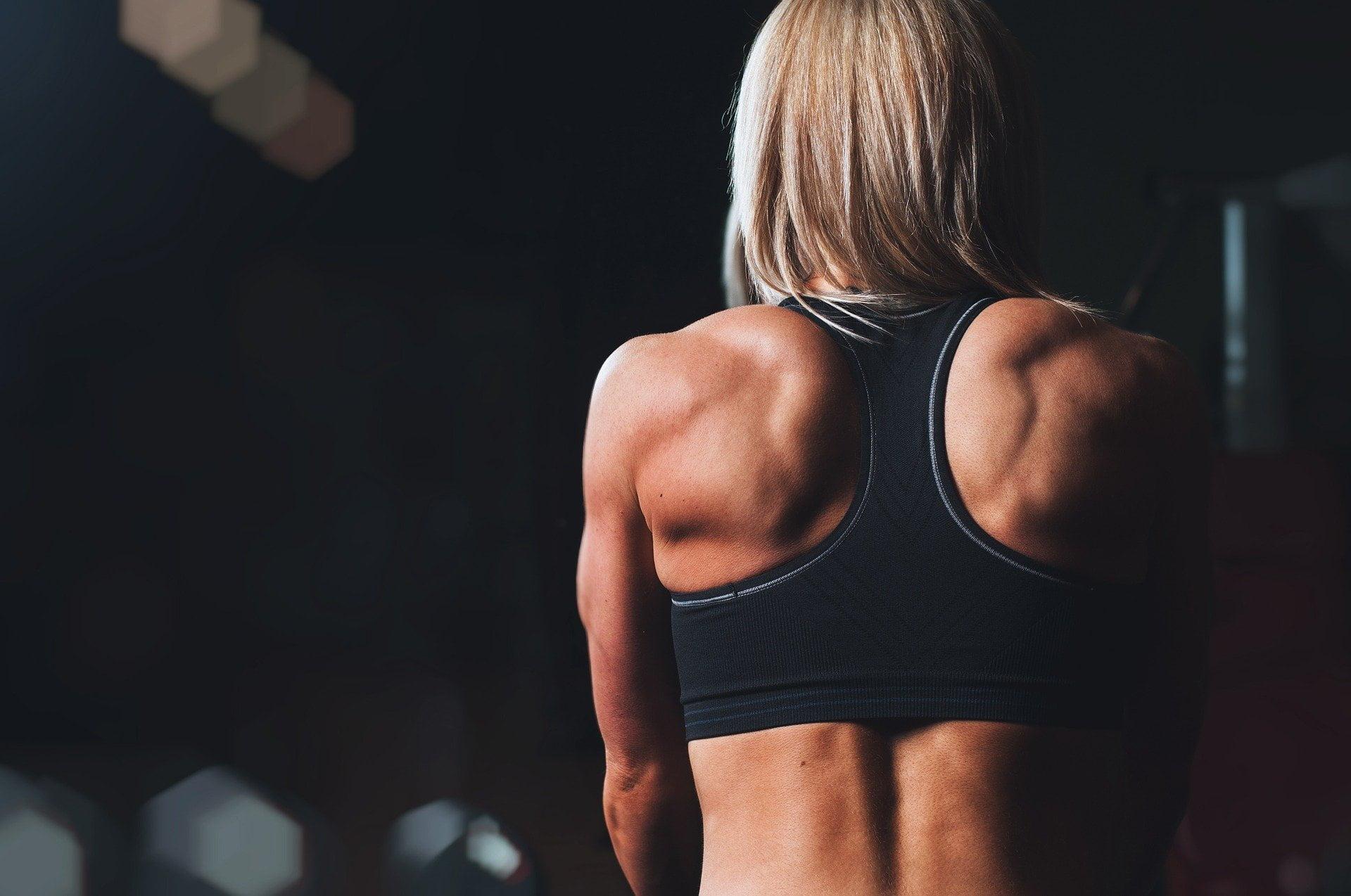5 sporturi recomandate pentru persoanele care acuză dureri de spate