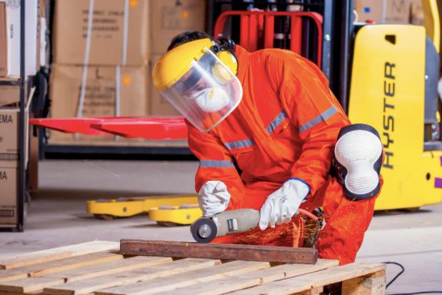 Servicii protecția muncii: ce reguli trebuie să respecte persoanele care lucrează în construcții?