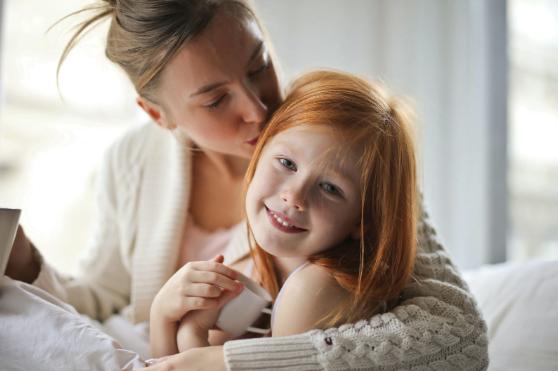 Cel mai frumos cadou pentru aniversarea fetiţei tale – cercei din aur alb