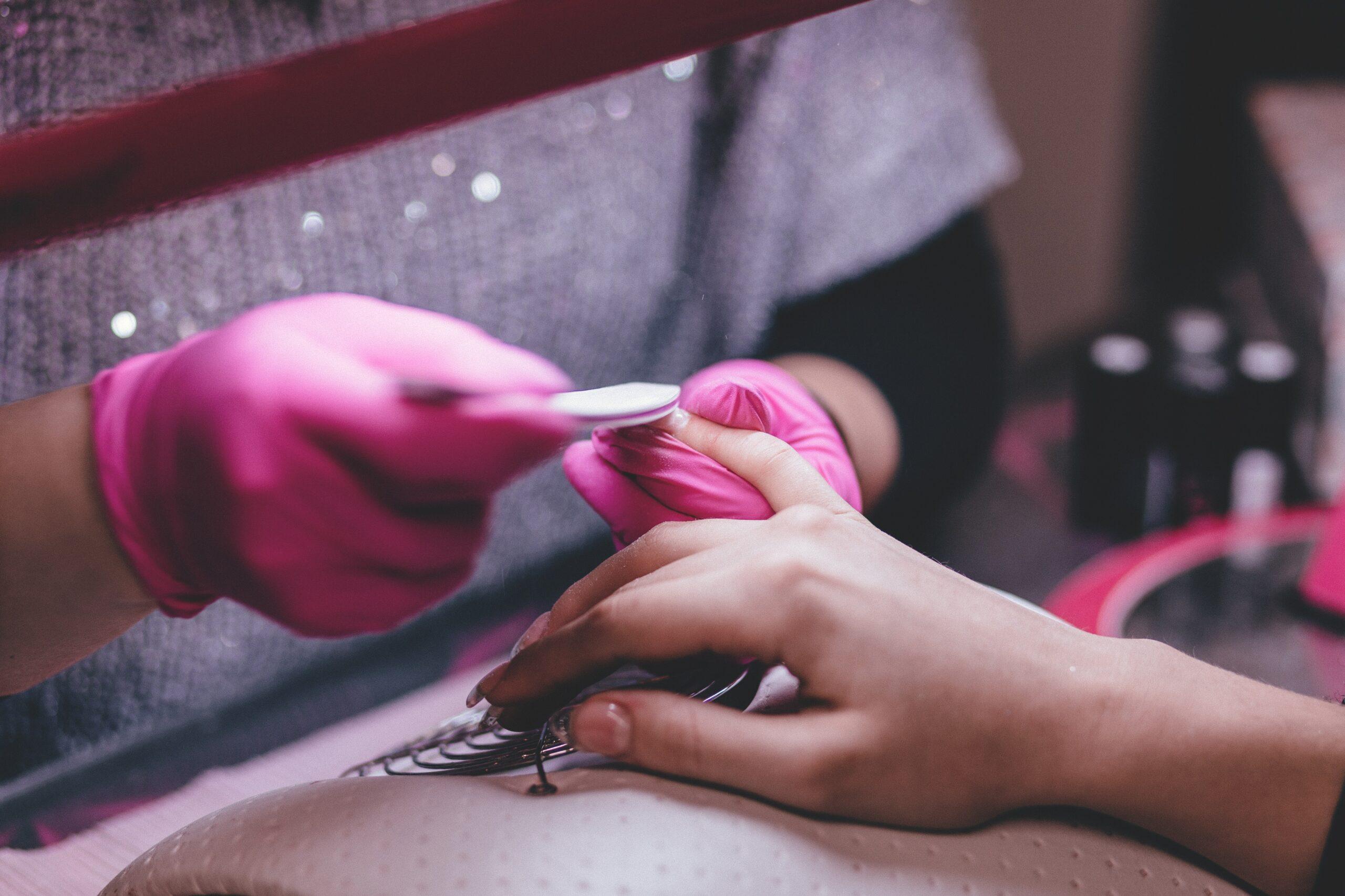 Ce avantaje îţi aduce diploma obţinută în urma cursurilor de manichiura?