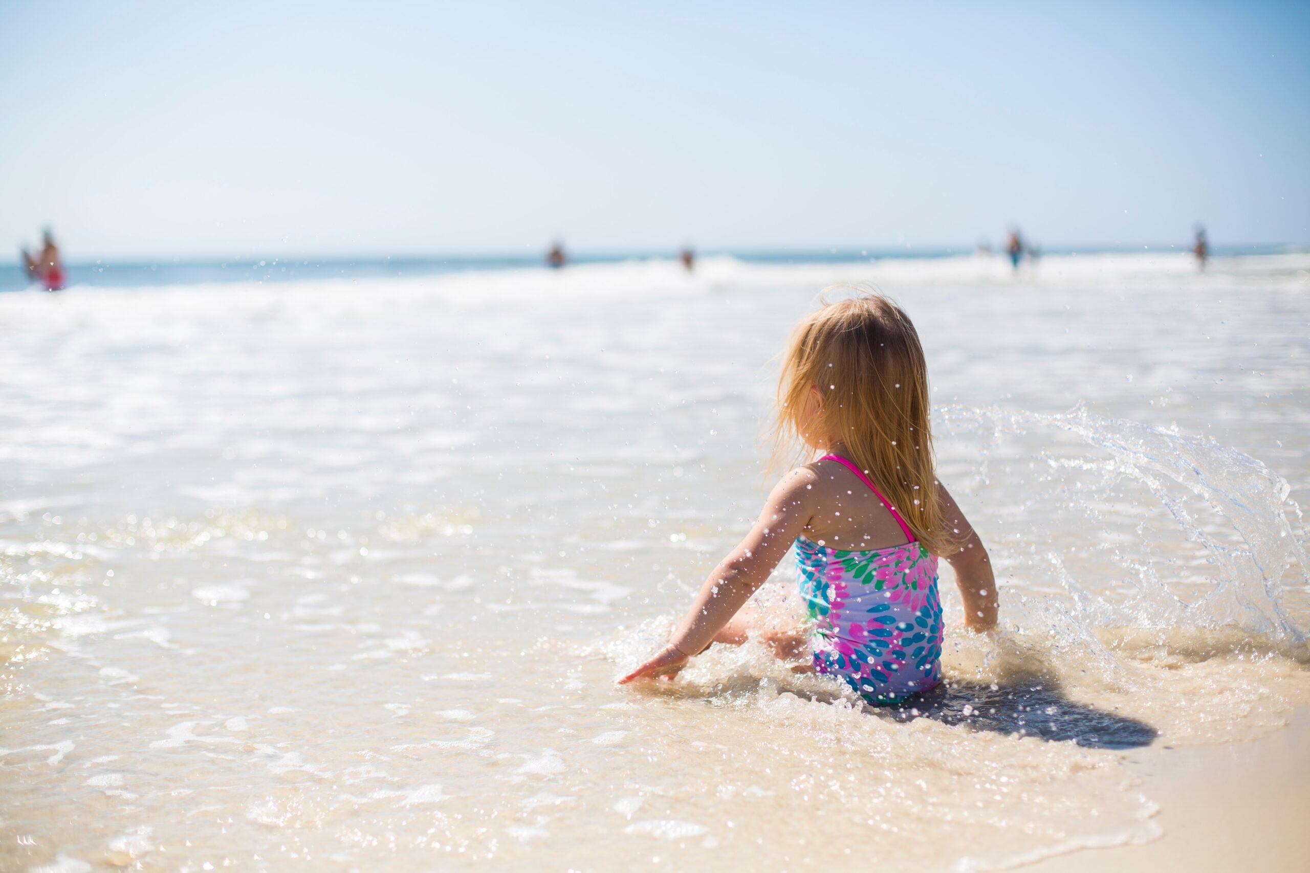 La ce temperatură poți face baie în mare?