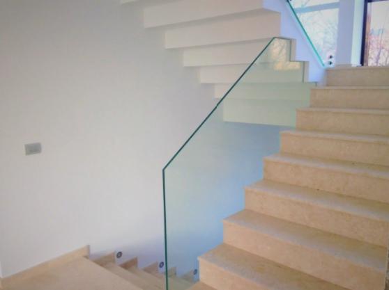 De ce să alegeți o balustradă de sticlă