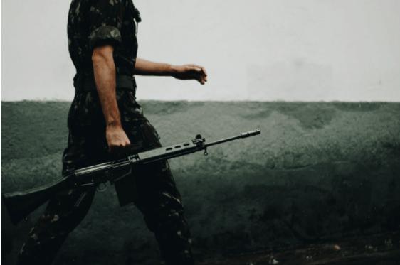 Arme personalizate și reparații arme de la mldguns.ro